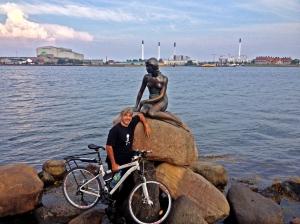28-7 5 Copenaghen, con sirenetta e bici